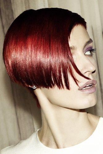 Verführerische kurze Haare in aufregendem Rot