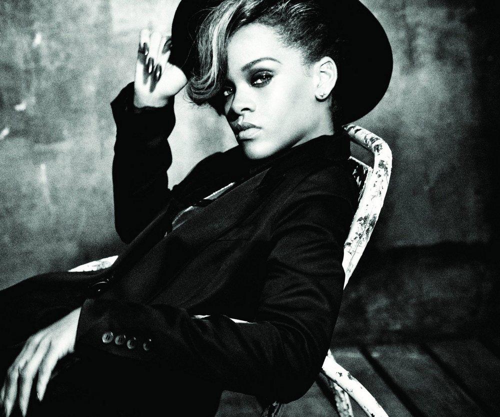 Rihanna entwirft für Armani