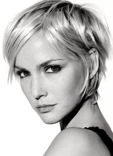 Cooler Pixie Cut in Blond