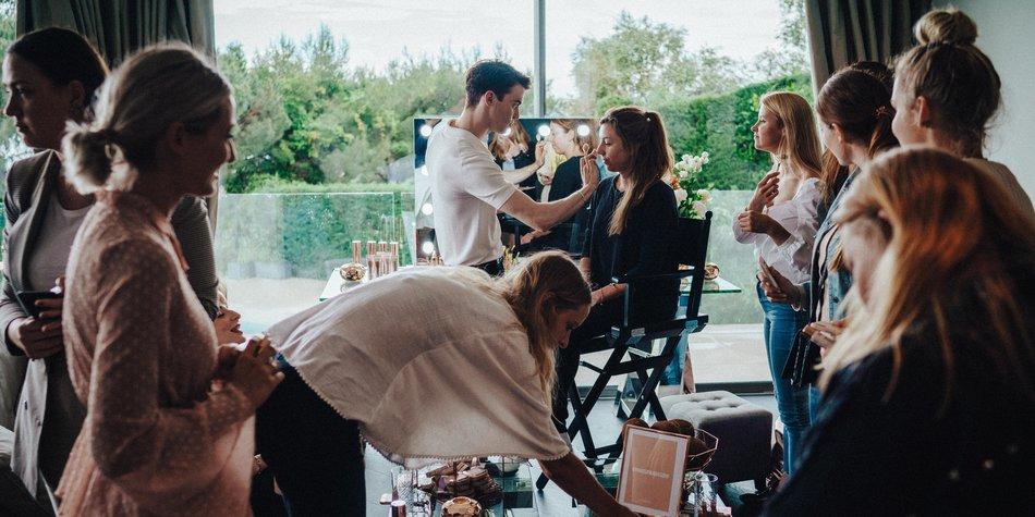 Star-Visagist Philipp Verheyen präsentierte uns beim Glow-Station-Workshop von L'Oréal seine Beauty-Tipps.