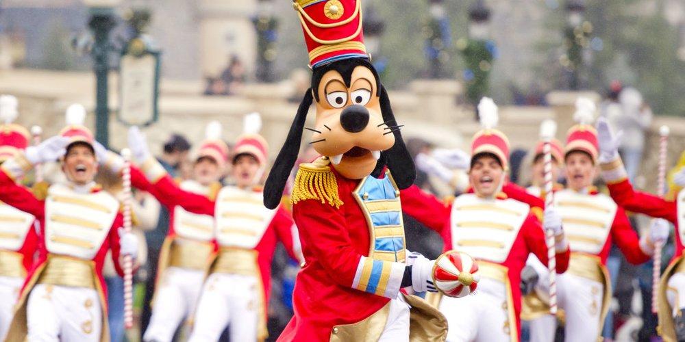Goofy auf der Weihnachts-Parade