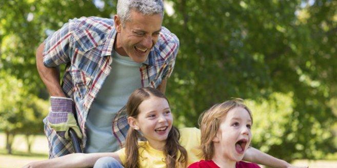 Alleiniges Sorgerecht: Vater mit Kindern