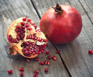Wie isst man einen Granatapfel