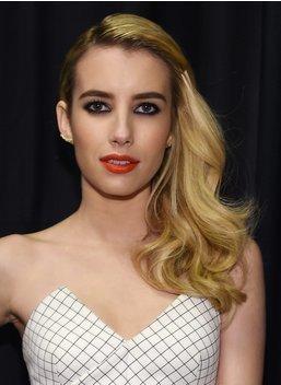Silvester Frisuren: Emma Roberts mit Side Waves