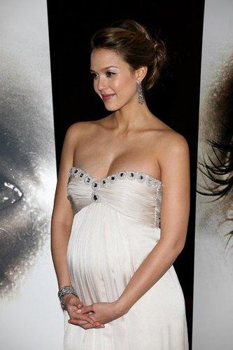 Jessica Alba mit Babybauch
