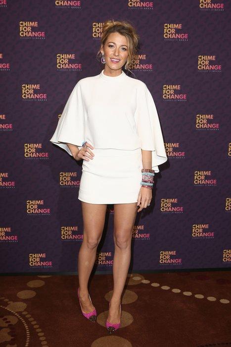 Blake Lively in einem weißen Minikleid