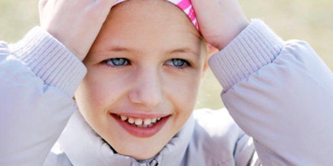 An Morbus Hodgkin erkranktes Mädchen nach Chemotherapie