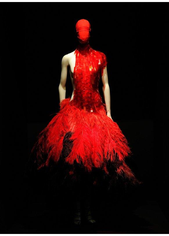 Savage Beauty ist eine Ausstellung der Werke von Alexander McQueen
