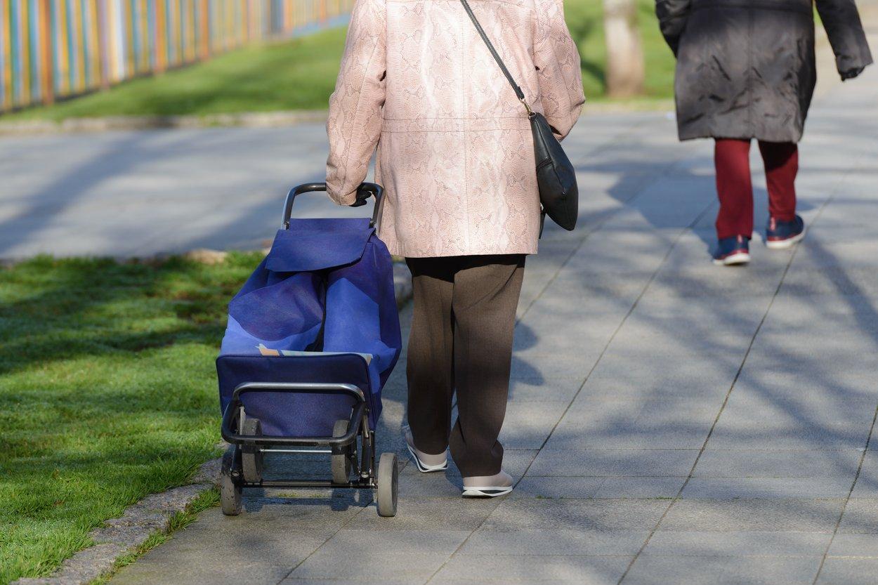 Sollten wir älteren Menschen keinen Sitzplatz anbieten?