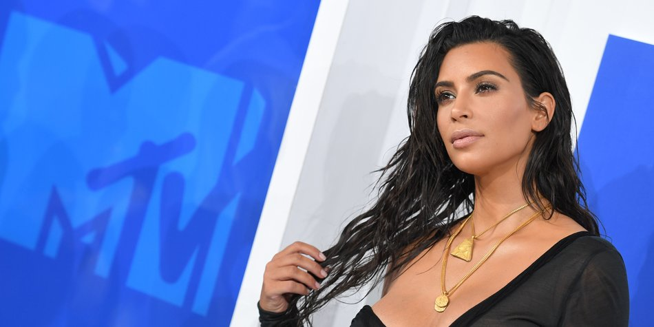 Kim Kardashian West attends the 2016 MTV Video Music Awards on August 28, 2016 at Madison Square Garden in New York. / AFP / Angela Weiss (Photo credit should read ANGELA WEISS/AFP/Getty Images)