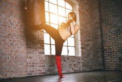 Kampfsport bringt die Figur in Form und lehrt Dich Selbstverteidigung.