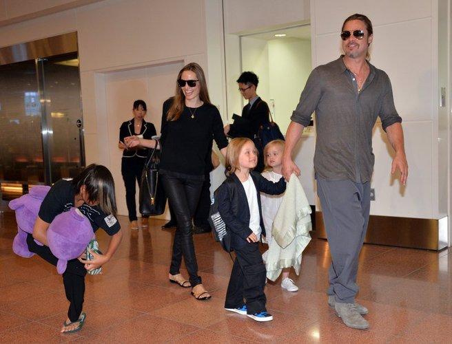 Brad Pitt und Angelina Jolie landen in Tokio