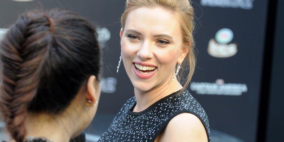 Scarlett Johansson zeigt ihre Babykugel