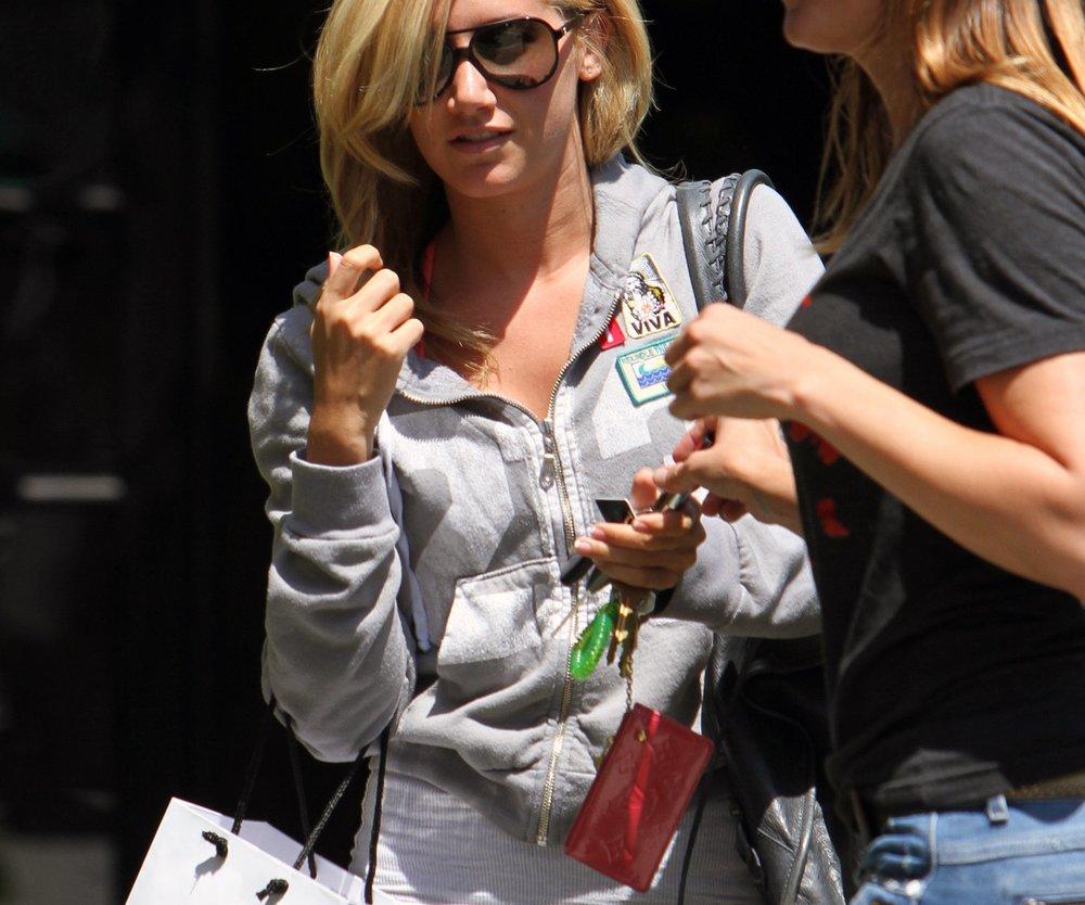 Ashley Tisdale ist wieder blond