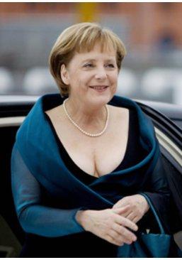 Angela hat nicht nur Hosenanzüge im Schrank
