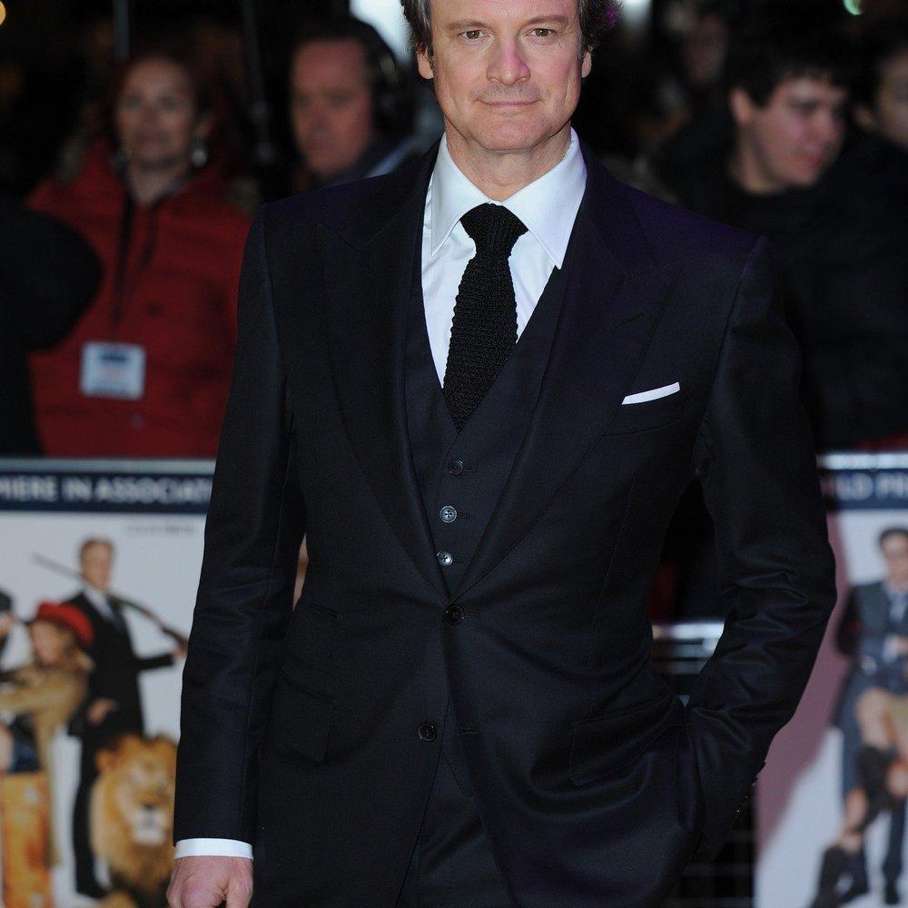 Colin Firth zeigt Bein
