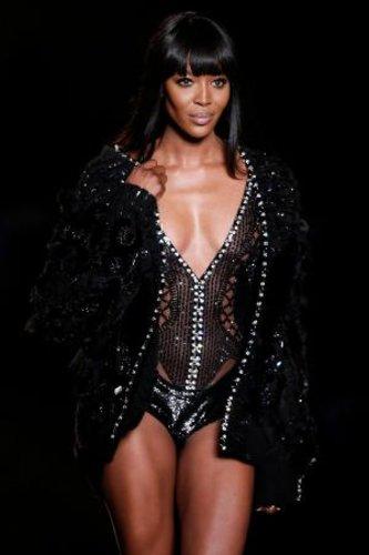 Naomi Campbell mag zwar schon 43 Jahre alt sein, doch auf dem Catwalk macht ihr so schnell keiner was vor.