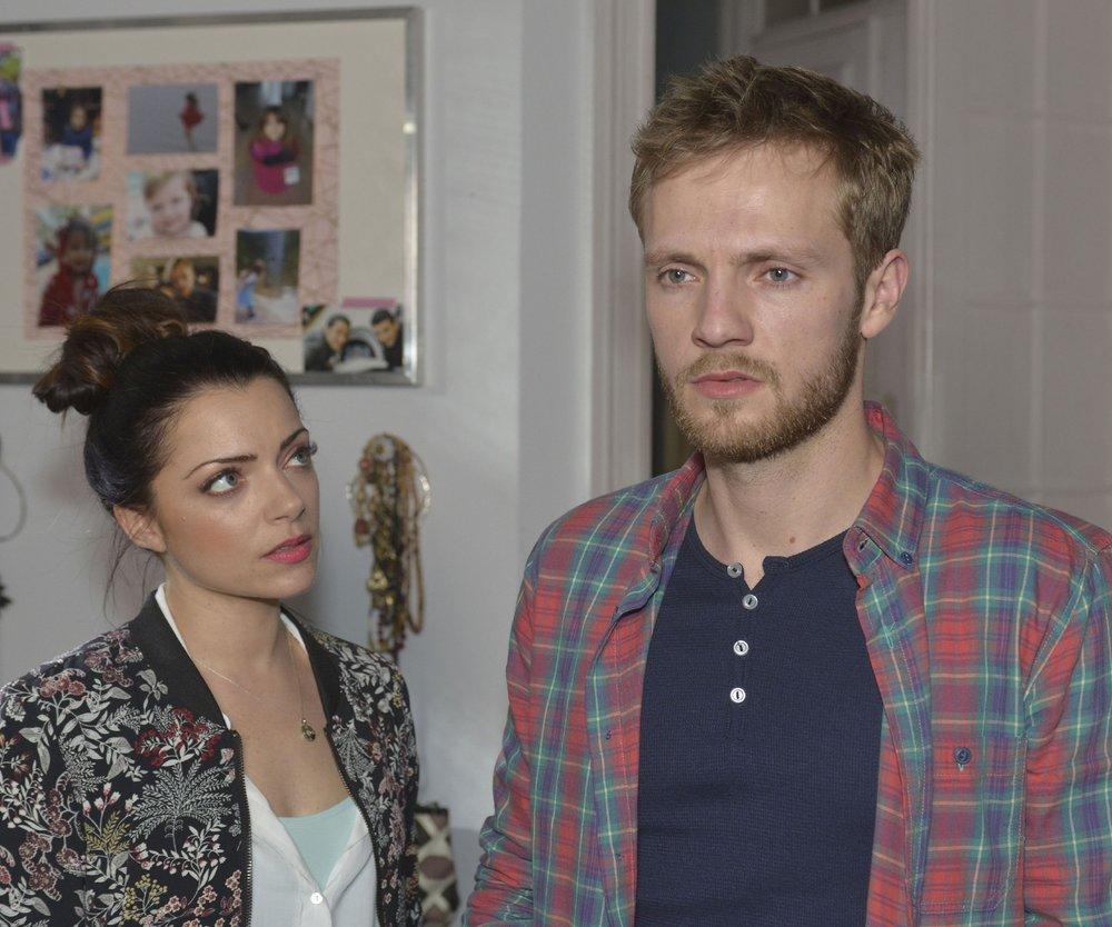 Emily (Anne Menden) hofft, dass Paul (Niklas Osterloh) die Enttäuschung über Miriams Lügen wegsteckt.
