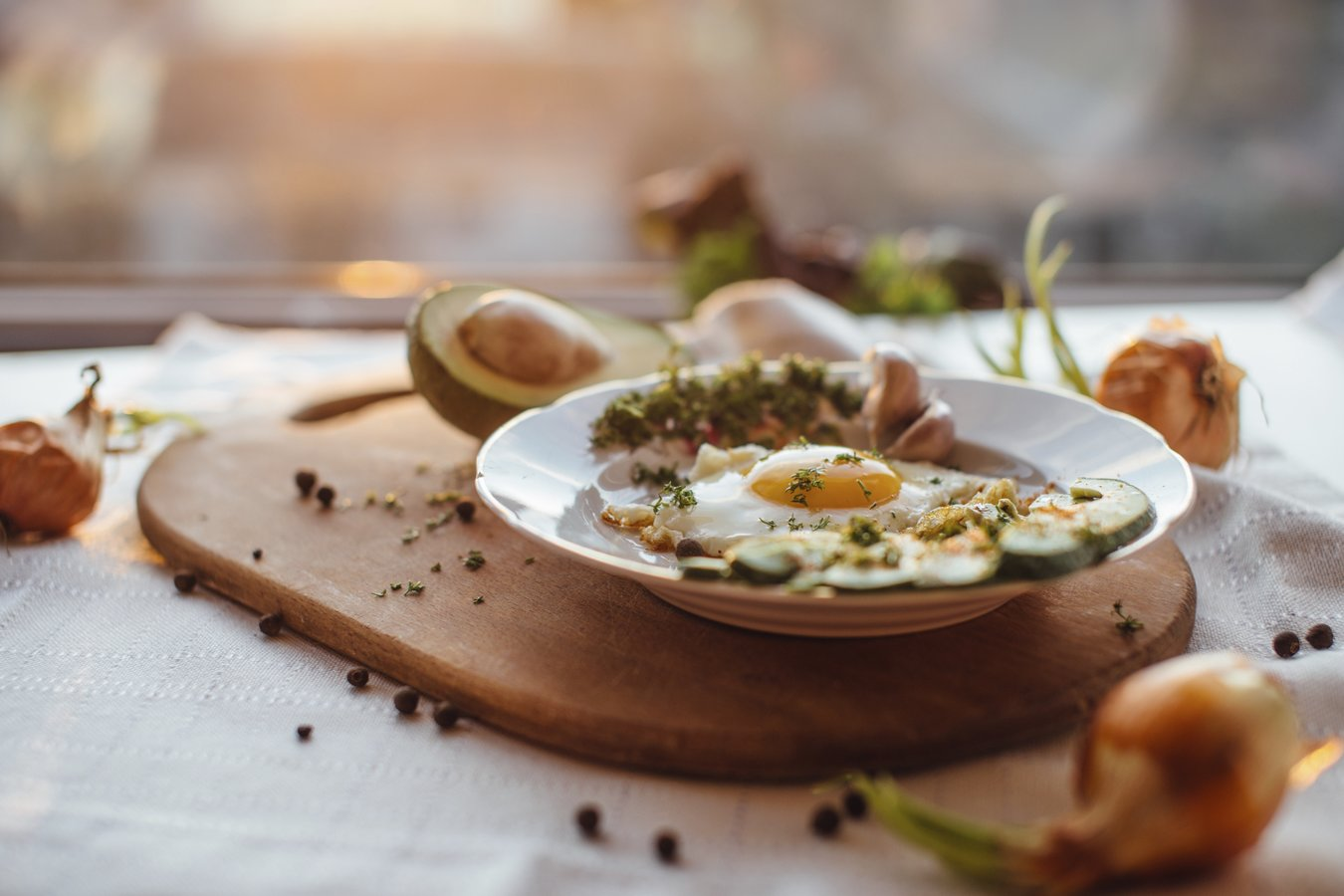 Viele klassischen Frühstücksoptionen entahlten glutenhaltiges Getreide, aber es gibt zahlreiche leckere Alternativen!