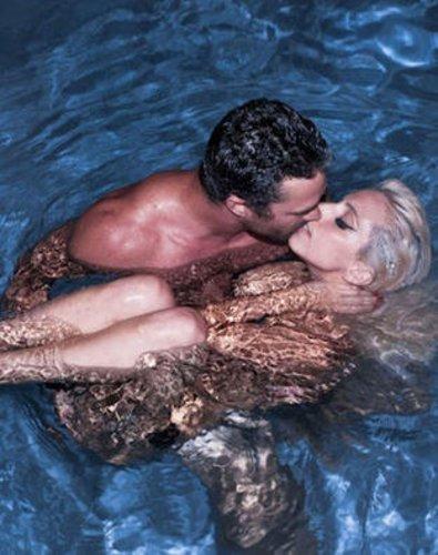 Lady Gaga nackt im Pool