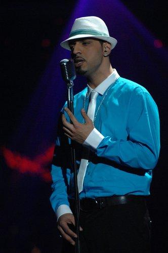 Mehrzad Marashi auf der Bühne.