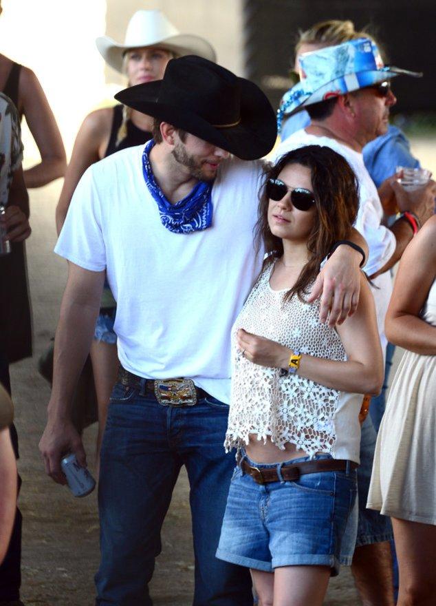 Ashton Kutcher und Mila Kunis auf einem Festival