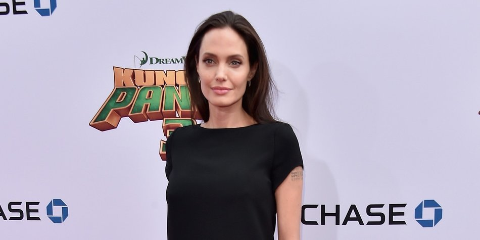 HOLLYWOOD, CA - JANUARY 16: Actress Angelina Jolie attends the premiere of DreamWorks Animation and Twentieth Century Fox's 'Kung Fu Panda 3' at TCL Chinese Theatre on January 16, 2016 in Hollywood, California. (Photo by Alberto E. Rodriguez/Getty Images)