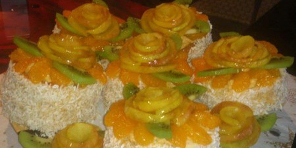 Bisquittörtchen mit Früchten