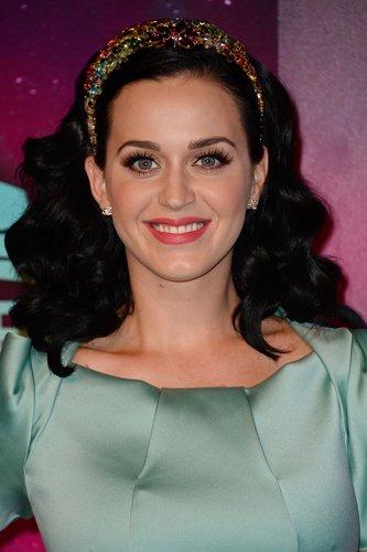 Katy Perry: Sanfte Wellen mit Haarband