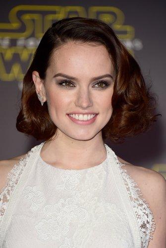 Daisy Ridley: Elegante Wellen