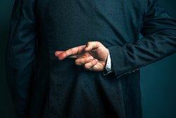 Lügen und Finger überkreuzen