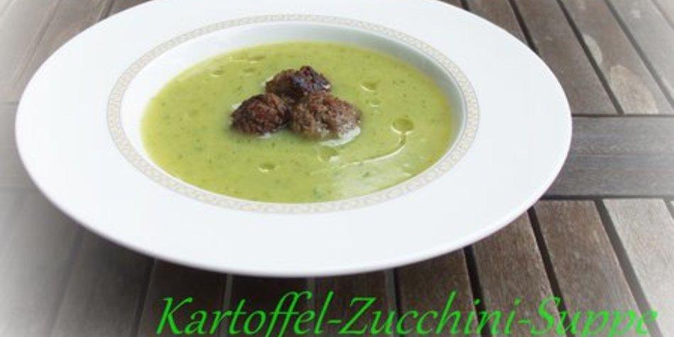 Kartoffel-Zucchini-Suppe mit Hackbällchen