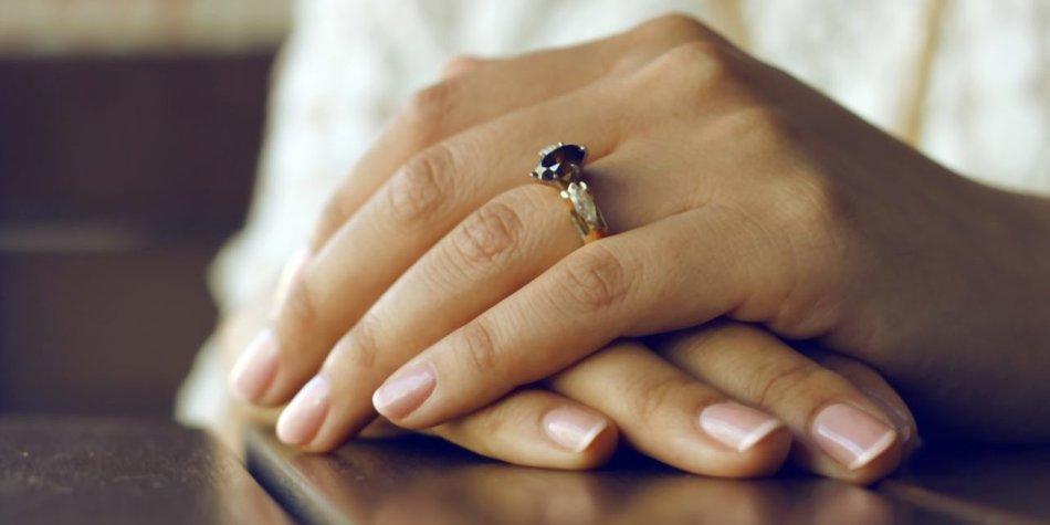 Verlobungsring schwarz Diamant