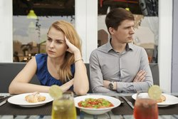 Oft stehen sich beide Partner sprachlos gegenüber.