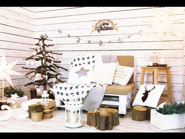 Zimmer weihnachtliche dekoriert