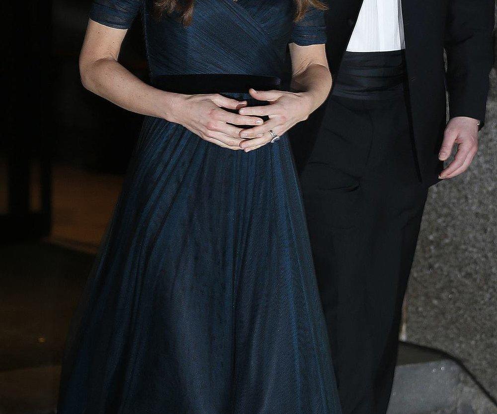 Kate Middleton strahlt mit ihrer Kette um die Wette