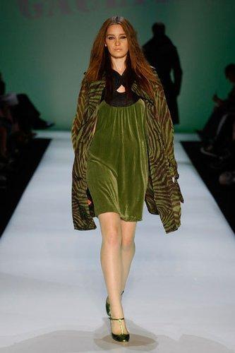 Grünes Minikleid aus Samt mit schwarzer Kragenpartie von Jean Paul Gaultier