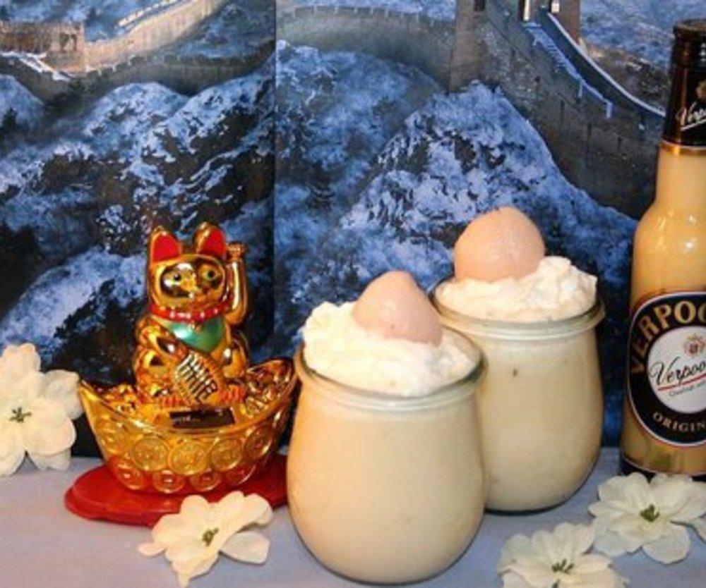 """""""Chinesische Blüte"""" Weißer Smoothie mit Litschis und Banane"""