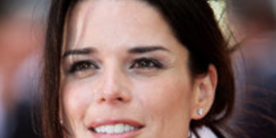 Neve Campbell spielt in Scream 4