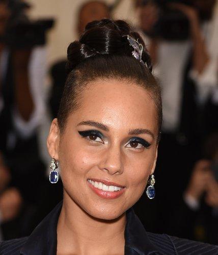 Alicia Keys: Geflochtener Knoten