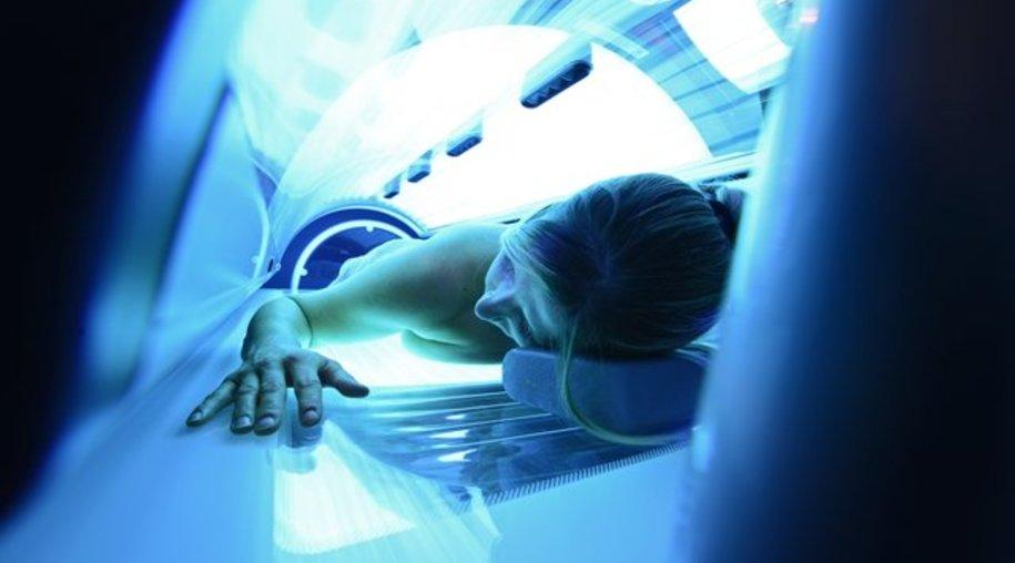Abhärtung für Allergiker? Bei einer Sonnenallergie raten manche zum regelmäßigen Solarium-Besuch.
