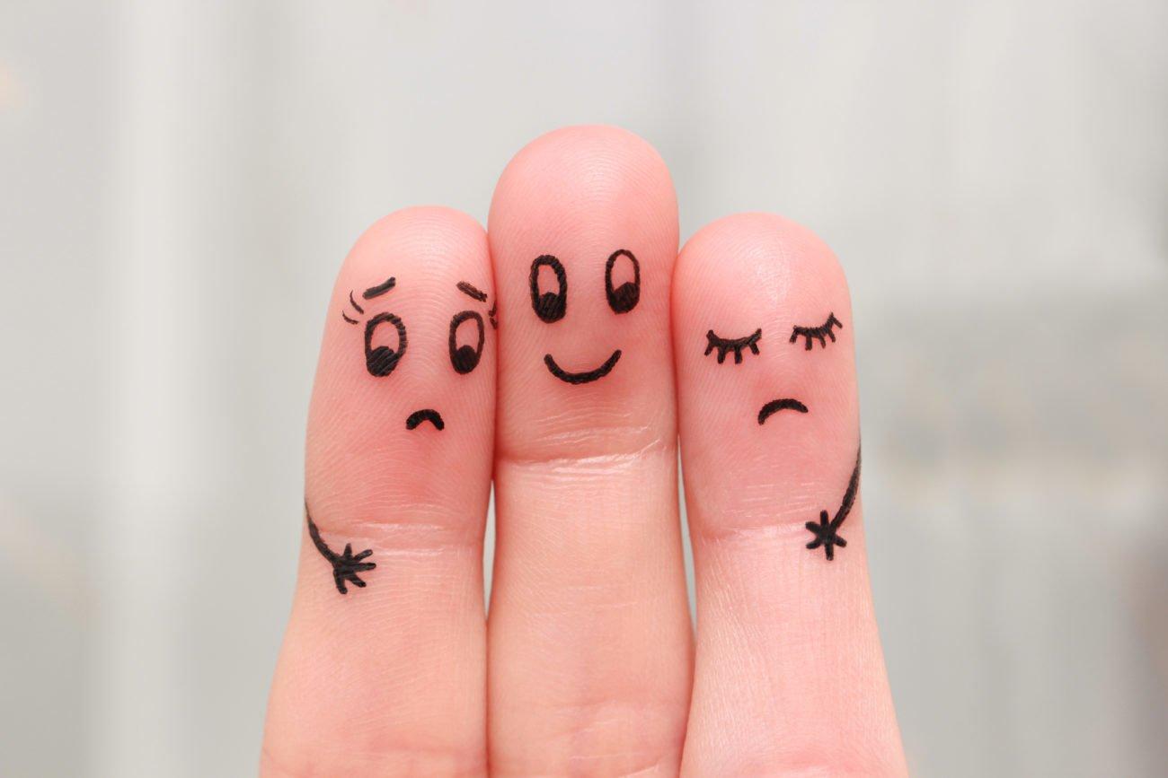 Finger in einer Dreiecksbeziehung
