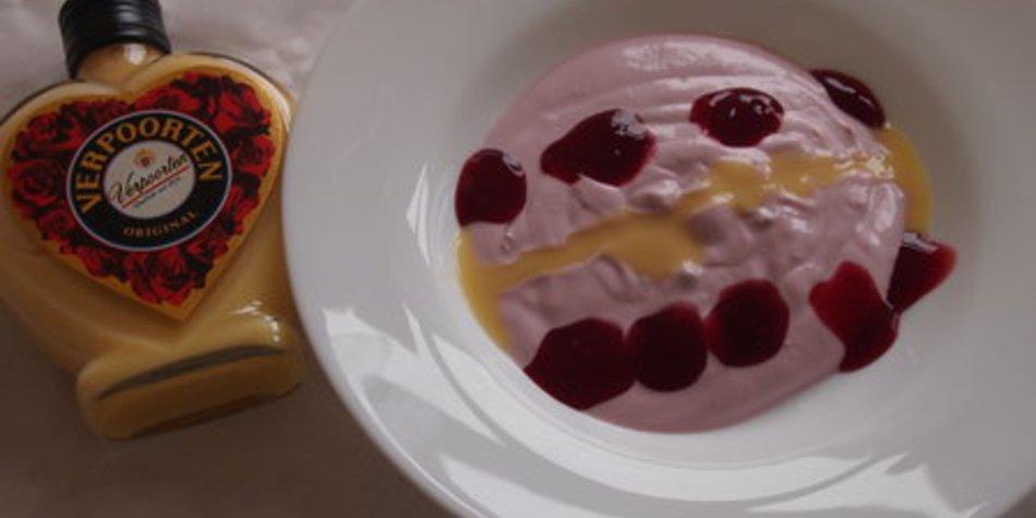 Kirschjoghurt mit VERPOORTEN ORIGINAL Eierlikör