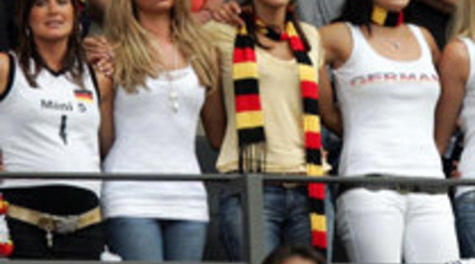 WM 2010: Gestatten, Spielerfrau - Sylvie, Sarah und Co.