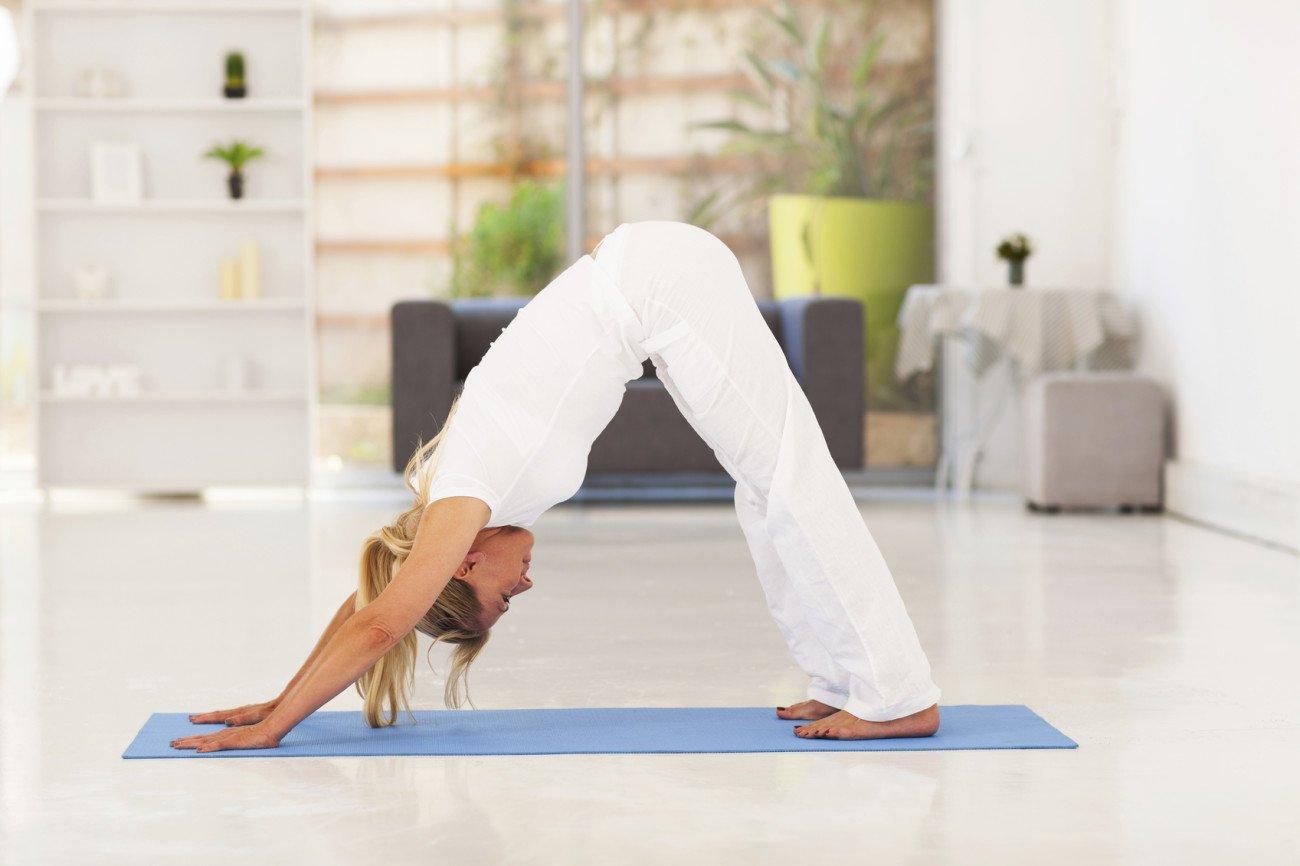 Yoga-Übung Herabschauender Hund