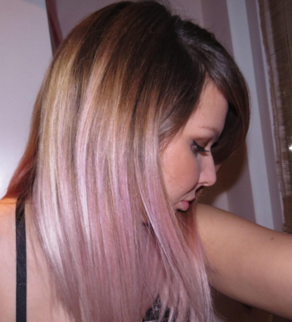 Braune haare pastell lila farben