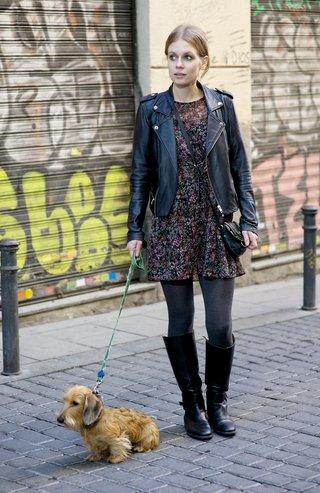 MADRID, SPAIN - NOVEMBER 16:  Ania wears ZARA boots, dress, Marc Jacobs handbag, Maje huntress and Oysho tights at Malasana neighborhood on November 16, 2015 in Madrid, Spain.  (Photo by Juan Naharro Gimenez/Getty Images)