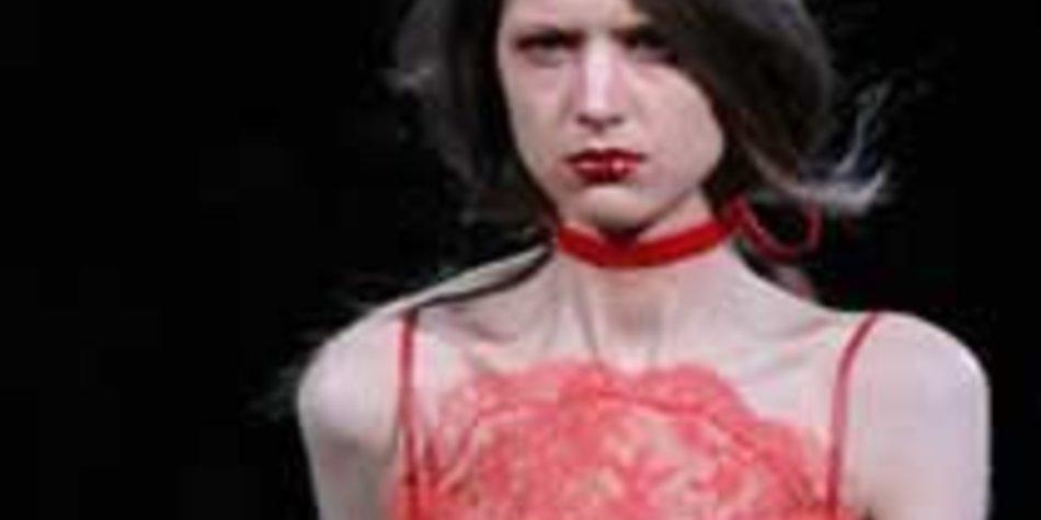 Fashion Week Paris: Givenchy zelebriert düstere Romantik