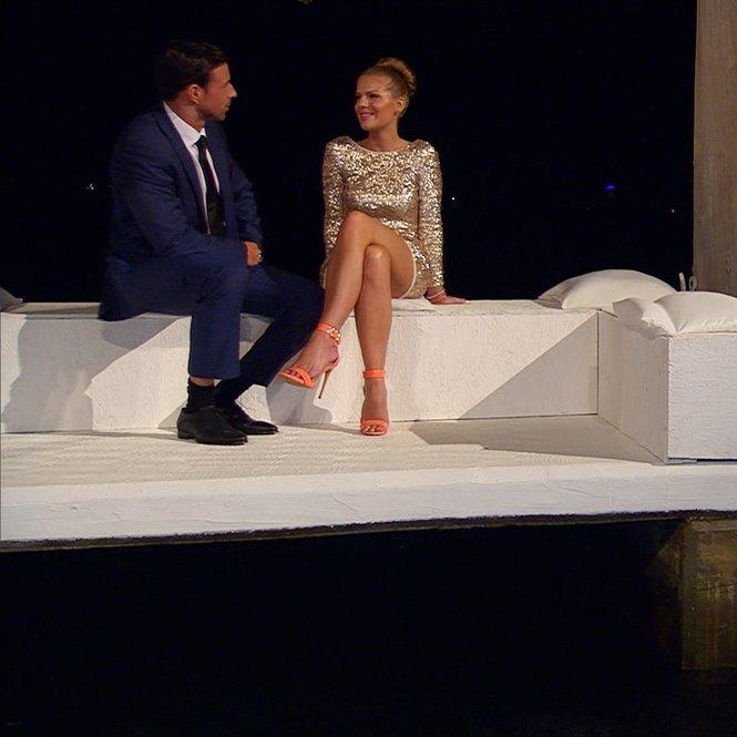 Leonard und Anni im Gespräch.    Verwendung der Bilder für Online-Medien ausschließlich mit folgender Verlinkung:'Alle Infos zu 'Der Bachelor' im Special bei RTL.de: http://www.rtl.de/cms/sendungen/der-bachelor.html