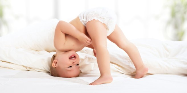 Windeln: Baby mit Windel